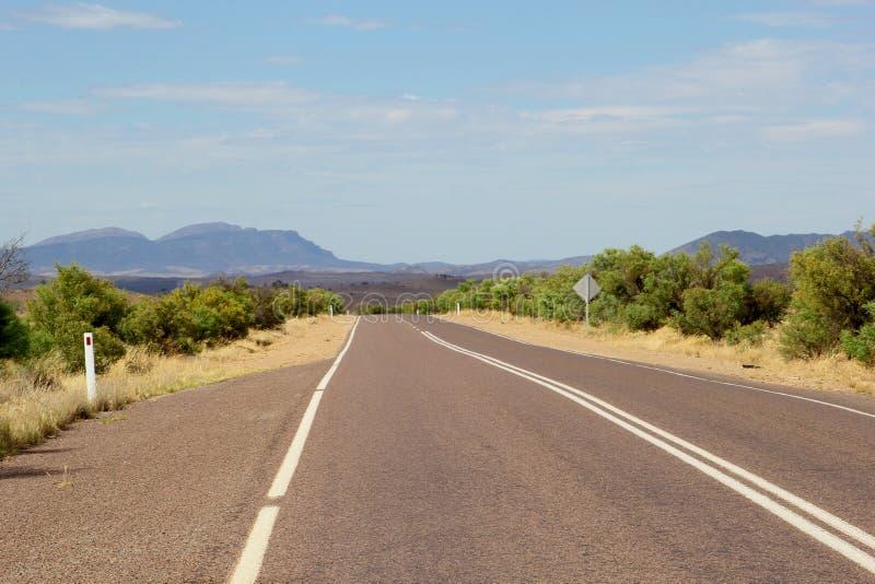 Flinders erstreckt sich Weise (B83) zu den Flinders-Strecken Nationalpark, Australien lizenzfreie stockfotografie