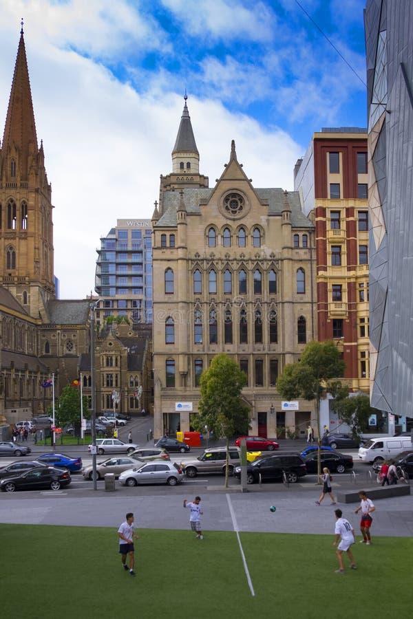 Flindersstraße in Melbourne lizenzfreies stockbild