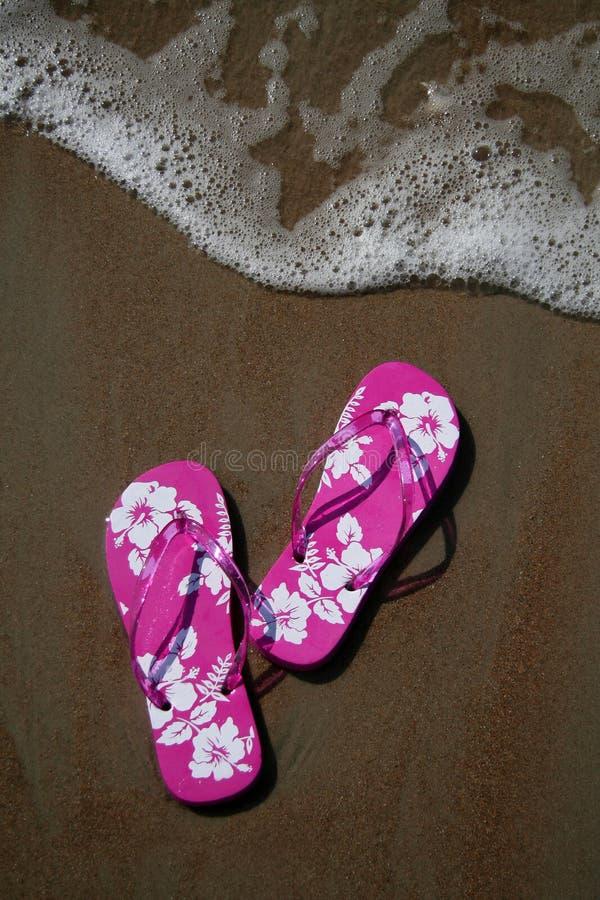 Flip-flop en la playa fotografía de archivo