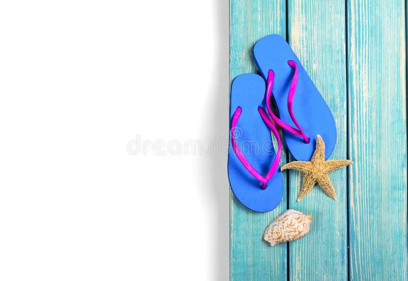 Download Flip-flop Su Fondo Con Le Coperture E Una Stella Marina Fotografia Stock - Immagine di concetto, seashell: 117978412