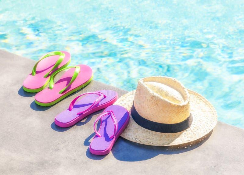 Flip-flops e chapéu de Panamá fotografia de stock