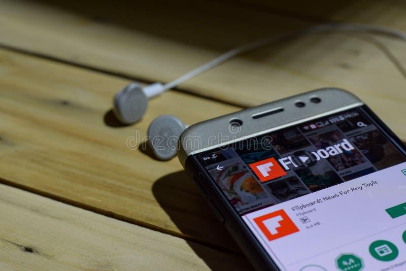 FLipboard: Nyheterna för någon ämneapplikation på den Smartphone skärmen royaltyfri foto