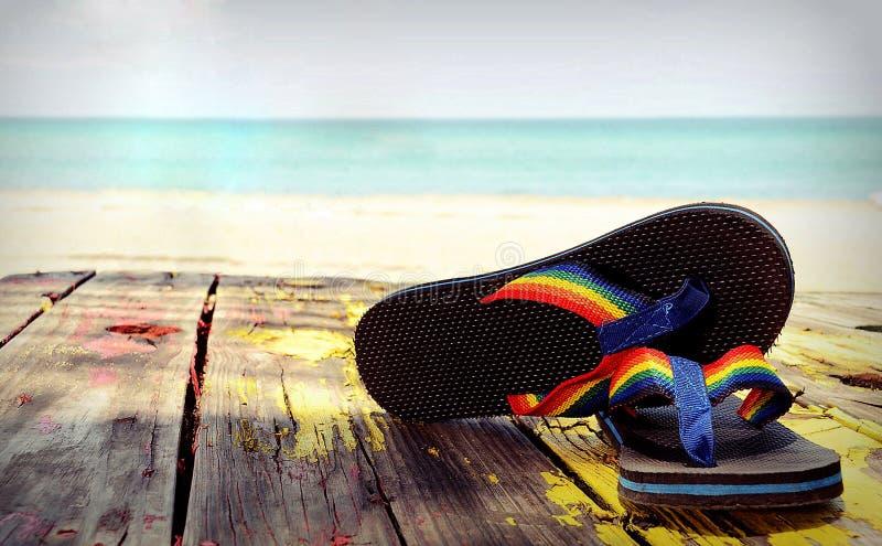 Flipflop-Regenbogen lizenzfreie stockbilder