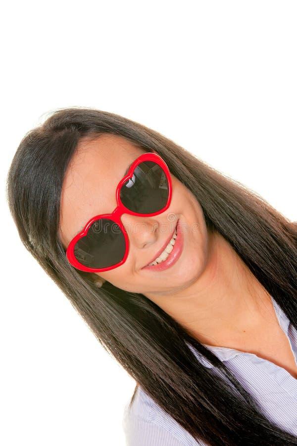 Flirt della moglie con gli occhiali da sole heart-shaped fotografia stock