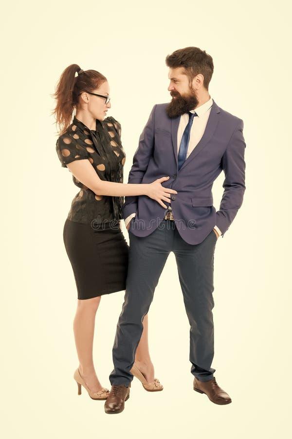 Flirter avec le patron Hommes et femmes collègues d'affaires Flirt de bureau Entreprise de carrières Couple de bureaux Flirter et photographie stock libre de droits
