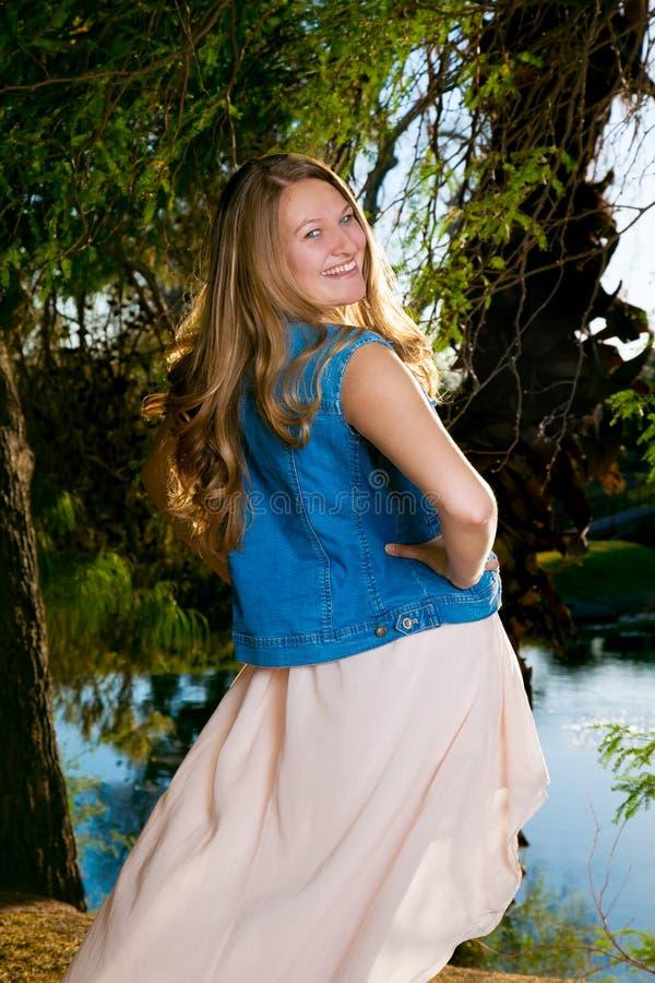Flirtig tonårs- flicka royaltyfria bilder