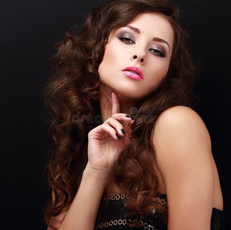 Flirtować seksowny moda modela pozować zbliżenia twarzy portreta kobieta obrazy stock