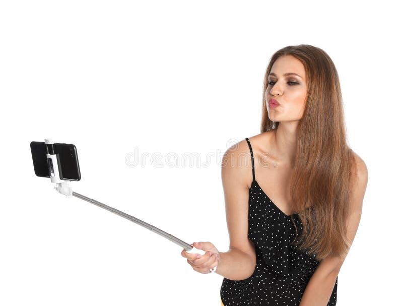 Flirty jonge vrouw die selfie op wit nemen royalty-vrije stock afbeelding