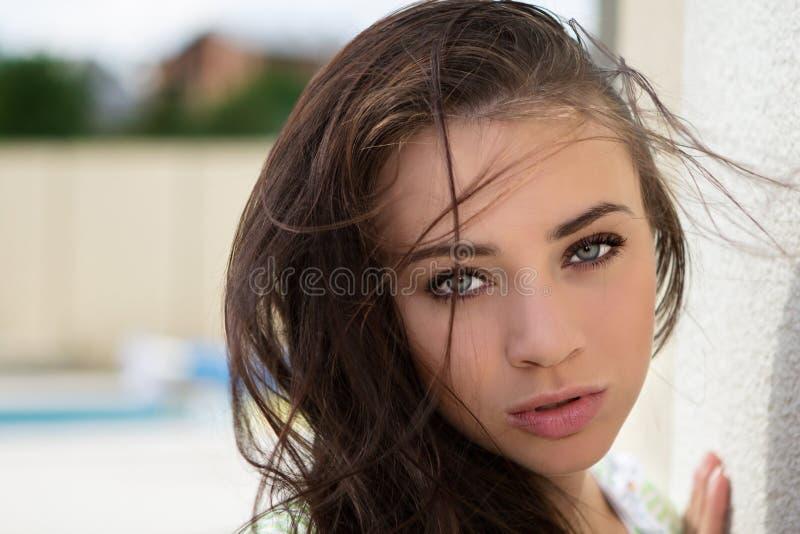 Flirty młoda kobieta zdjęcia stock