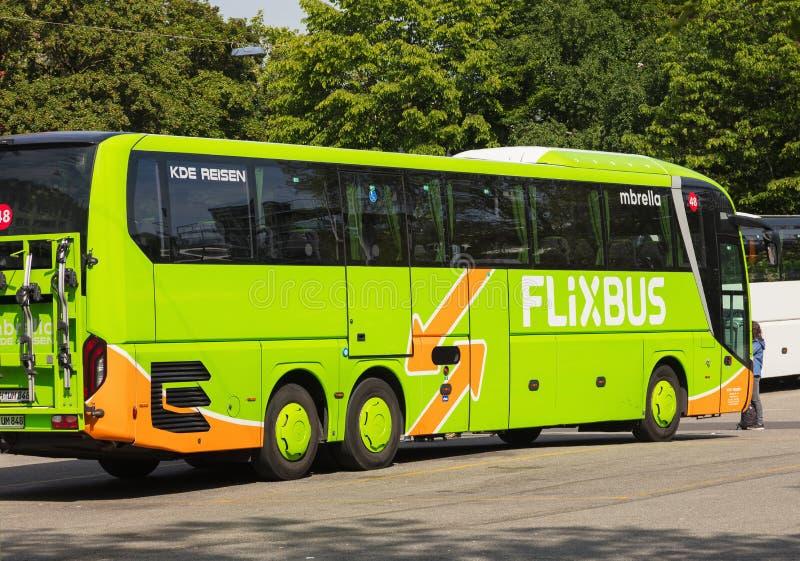 Flixbus autobus w mieście Zurich, Szwajcaria fotografia stock