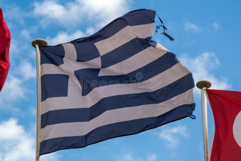 fliying在风的希腊旗子 免版税库存图片
