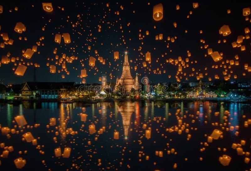 Floating lamp in yee peng festival at wat arun, Bangkok royalty free stock photos