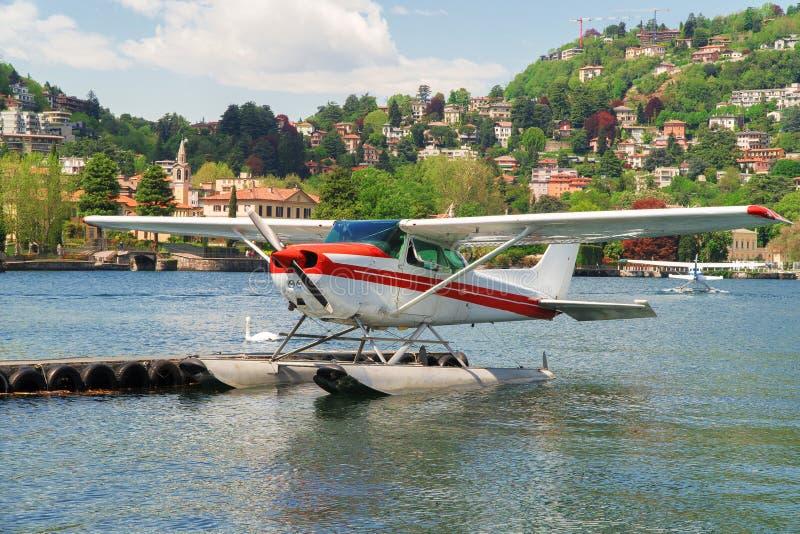Floatplane of watervliegtuig op Como-meer stock foto's