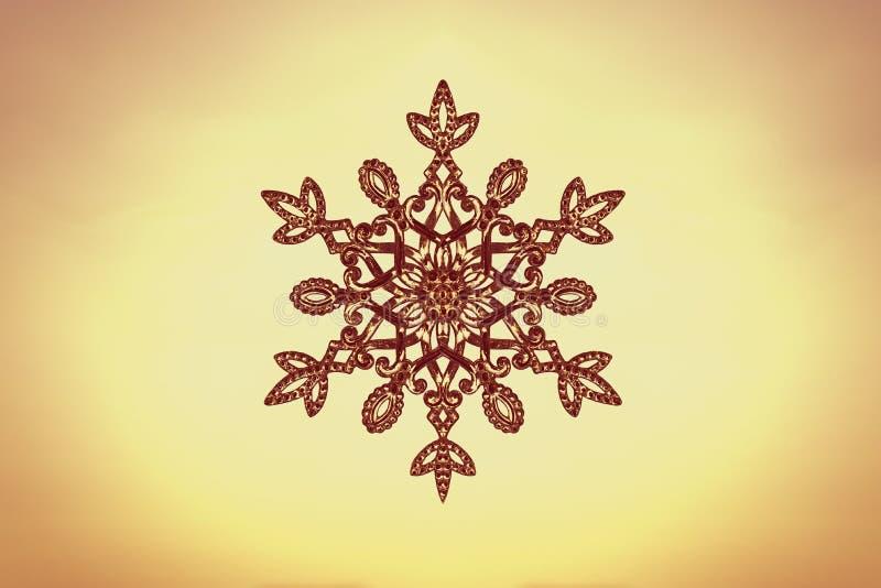 Floco de neve enorme efervescente em um fundo do céu do por do sol Conceito do inverno e do Natal ilustração do vetor