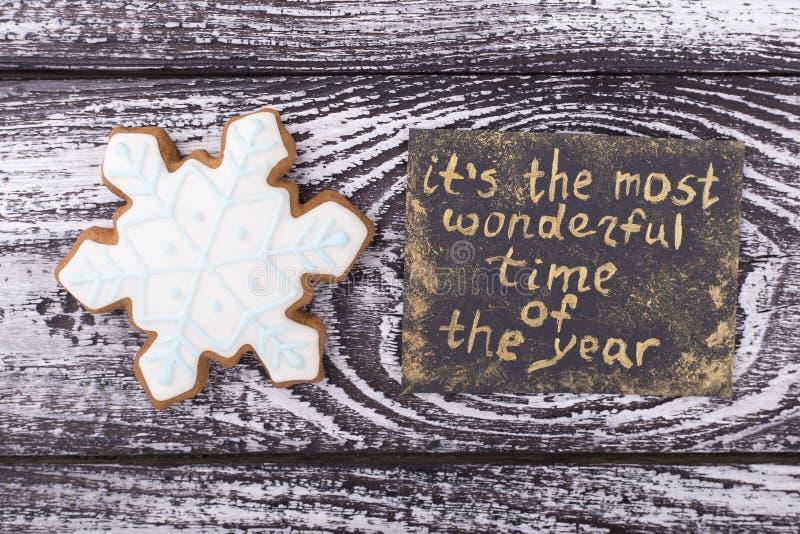 Flocon de neige doux avec la carte du ` s de nouvelle année photographie stock libre de droits