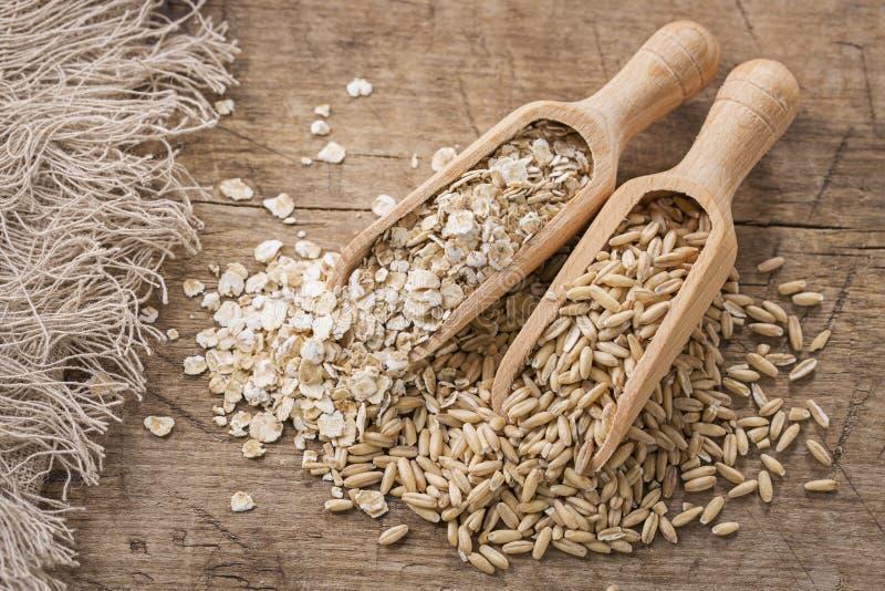 Flocons et graines d'avoine photo stock