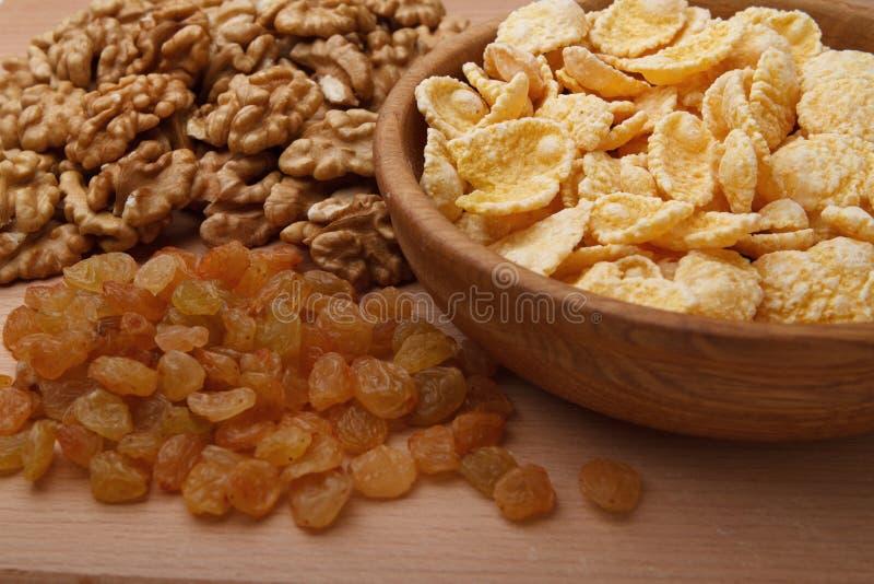 Flocos de milho na bacia imagem de stock