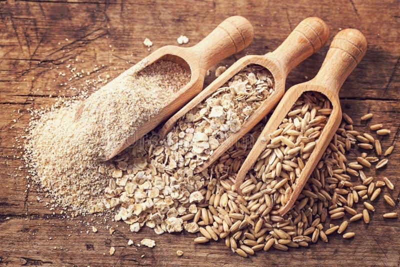 Flocos, sementes e farelo da aveia fotografia de stock royalty free