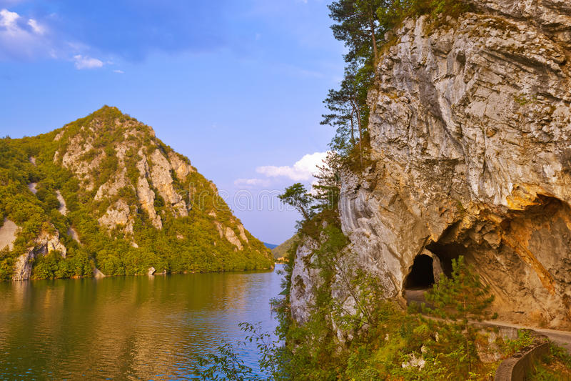 Flod Drina - den nationella naturen parkerar i Serbien arkivfoto