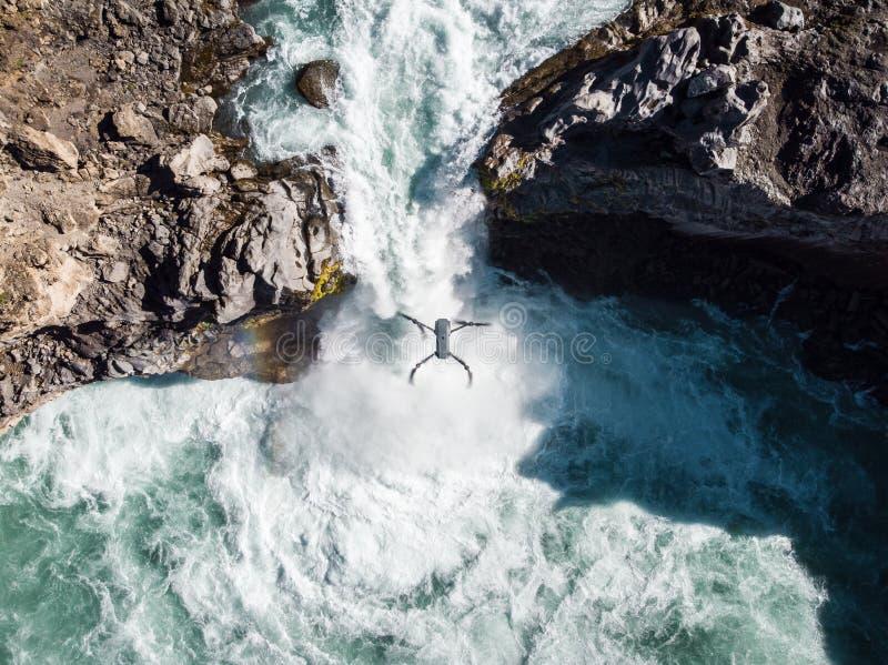 Flod för flyg- sikt och för bästa sikt i Island Härlig naturlig bac arkivbild