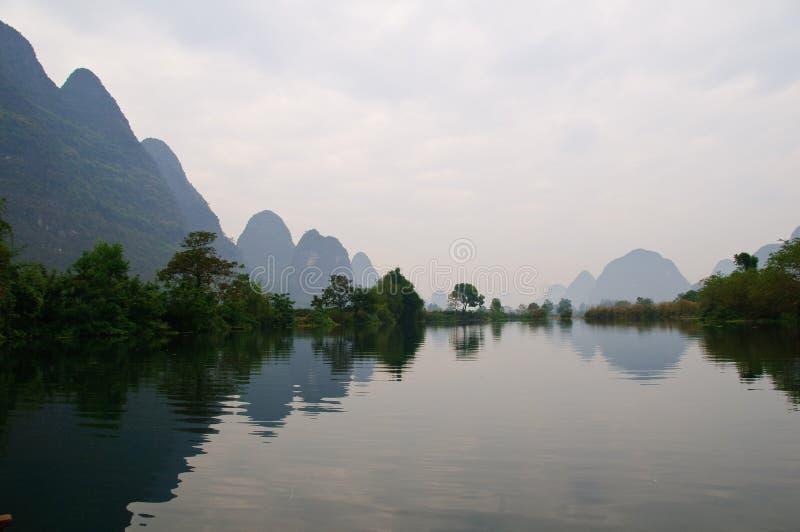 flod för porslinguilin lijiang fotografering för bildbyråer