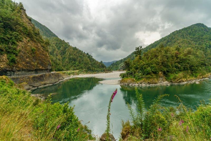 Flod i arthurspasserandenationalparken, Nya Zeeland 1 arkivbilder