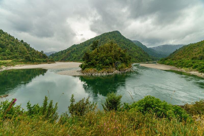 Flod i arthurspasserandenationalparken, Nya Zeeland 2 fotografering för bildbyråer