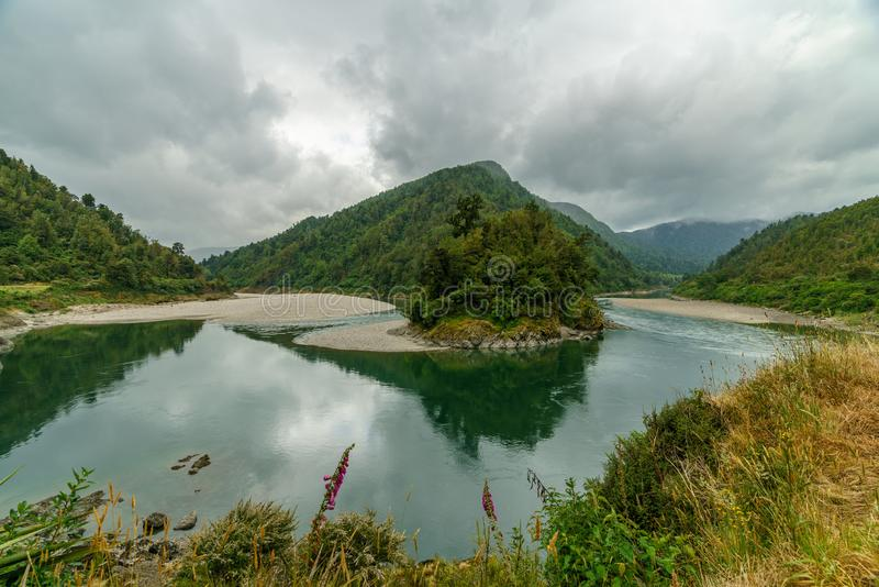 Flod i arthurspasserandenationalparken, Nya Zeeland 3 arkivbild