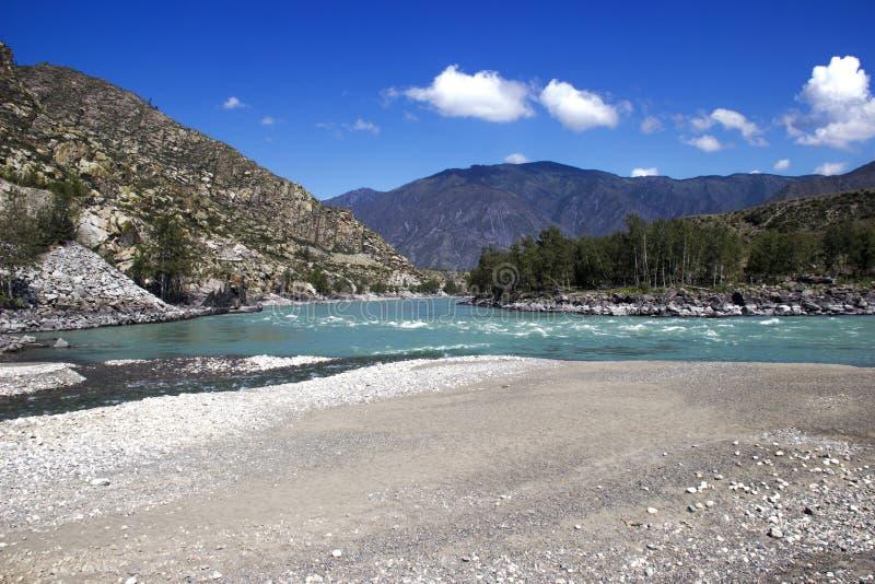Flod i bergen royaltyfria foton