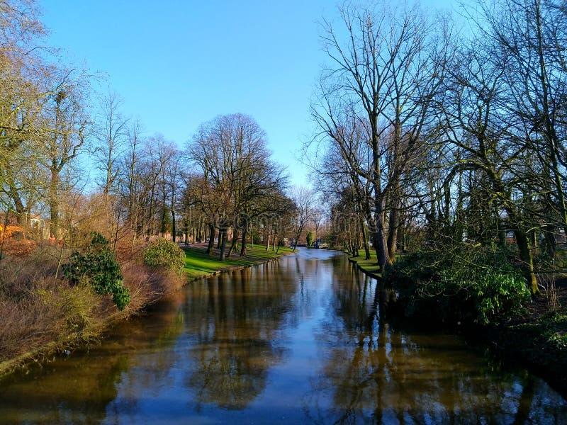 Flod i Brugges - Belgien royaltyfri bild