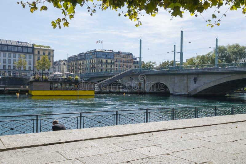 Flod i geneva royaltyfri fotografi