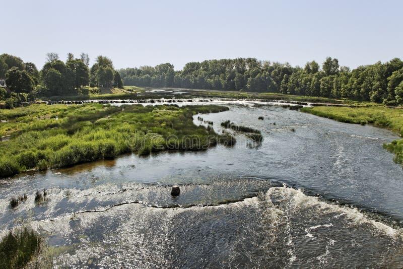 Flod i Kuldiga, Lettland. royaltyfri foto
