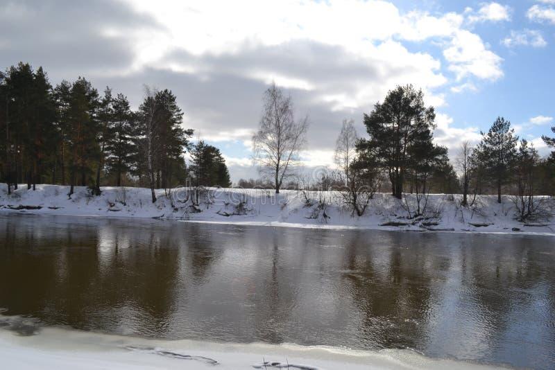 Flod i mars i Ryssland fotografering för bildbyråer