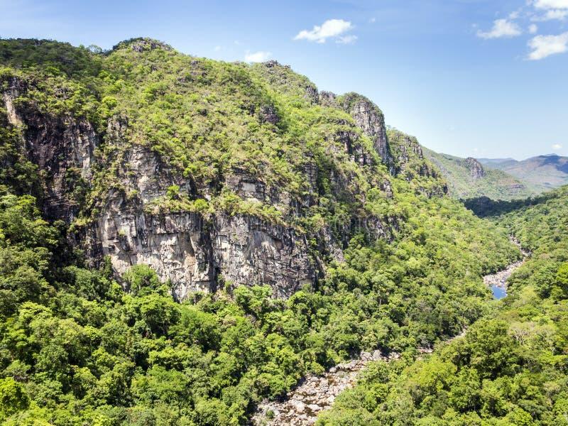 Flod i nationalpark för Chapada DOS Veadeiros royaltyfri fotografi
