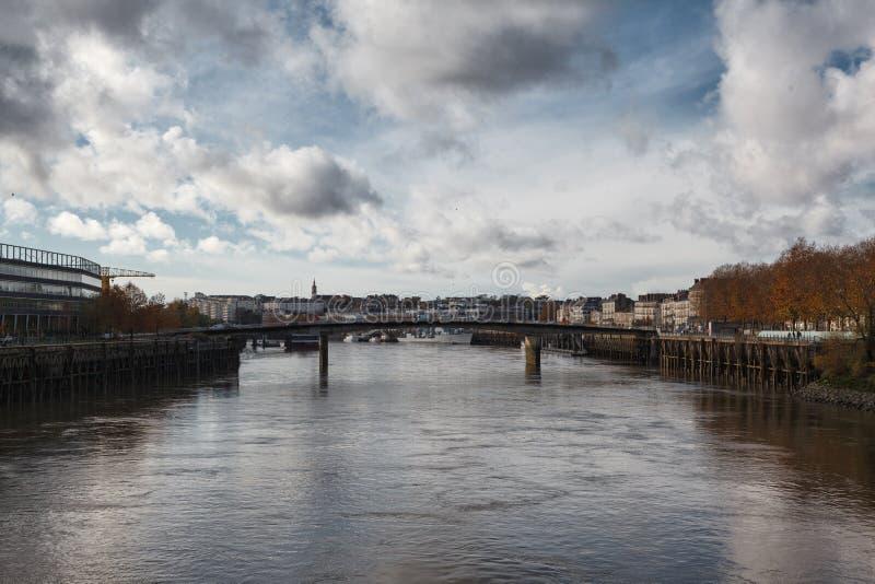 Flod i staden av nantes - FRANKRIKE arkivbilder
