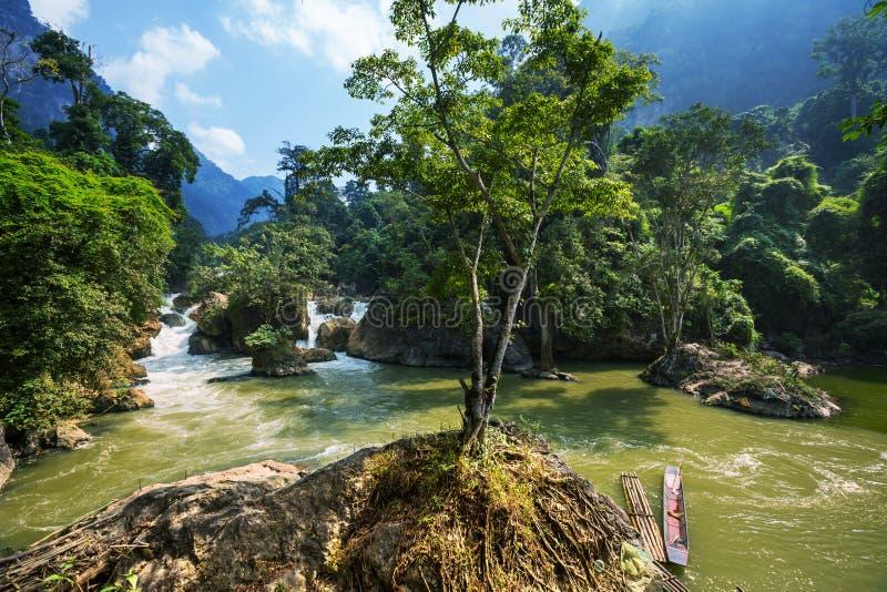 Flod i Vietnam fotografering för bildbyråer