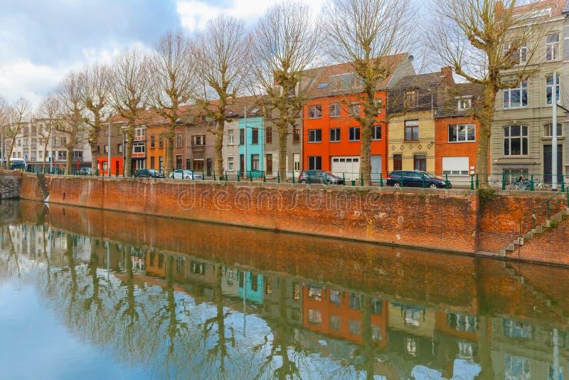 Flod Leie och färgade hus i Ghent, Belgien royaltyfria bilder