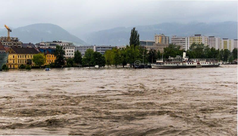 Flod 2013 linz, Österrike arkivfoto
