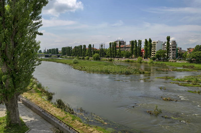 Flod Maritsa i den Plovdiv staden royaltyfri bild