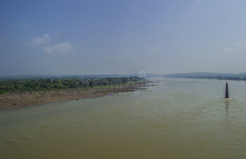 Flod Narmada royaltyfria bilder
