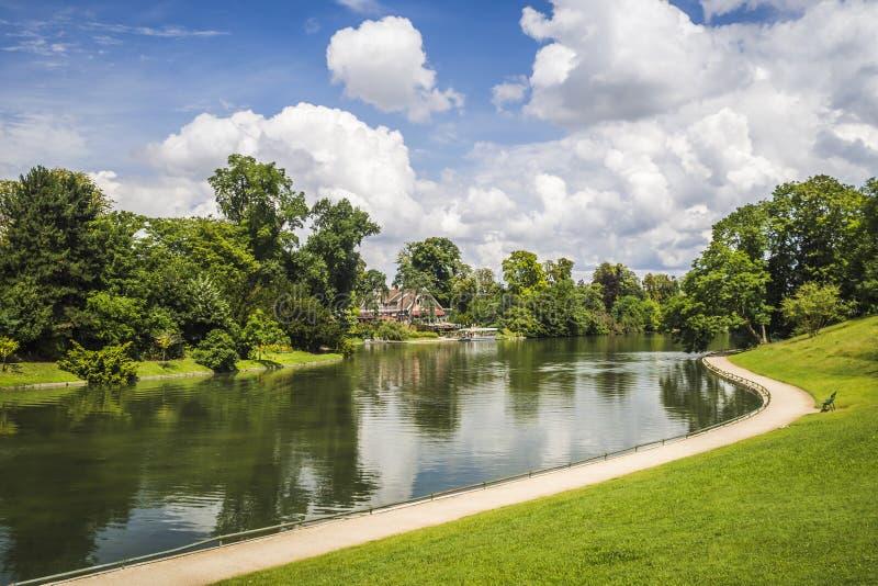 Flod till och med parkera royaltyfri bild