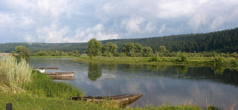 Flod Ufa. royaltyfria foton