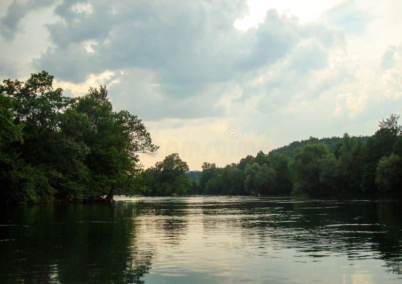 Flod Una under storartad himmel arkivfoton