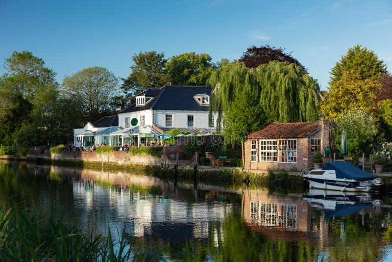Flod Waveney, Beccles, UK, Juni 2019 arkivfoto