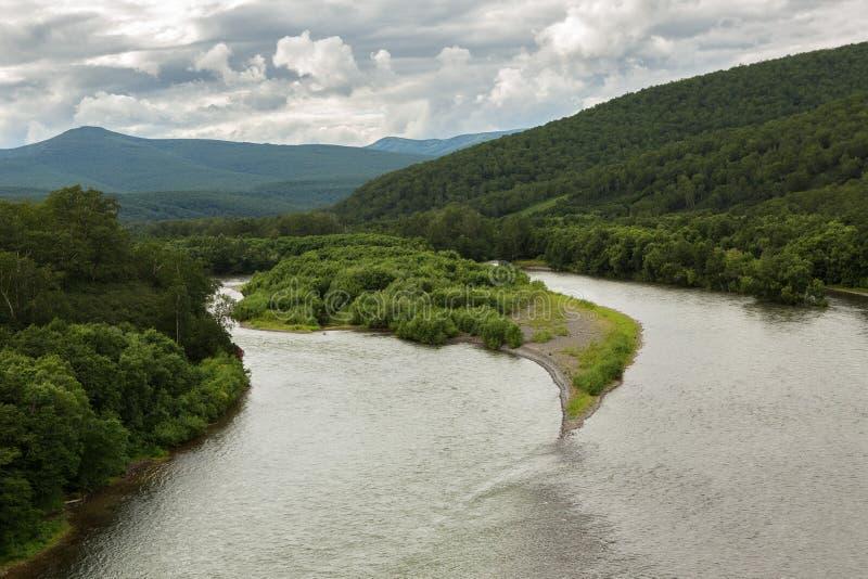Flod Zhupanova Kronotsky naturreserv på den Kamchatka halvön arkivbild