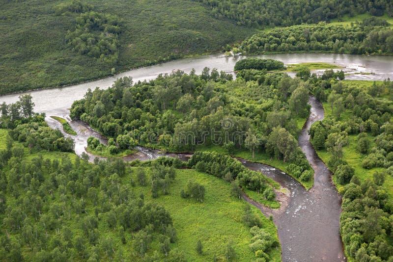 Flod Zhupanova Kronotsky naturreserv på den Kamchatka halvön fotografering för bildbyråer