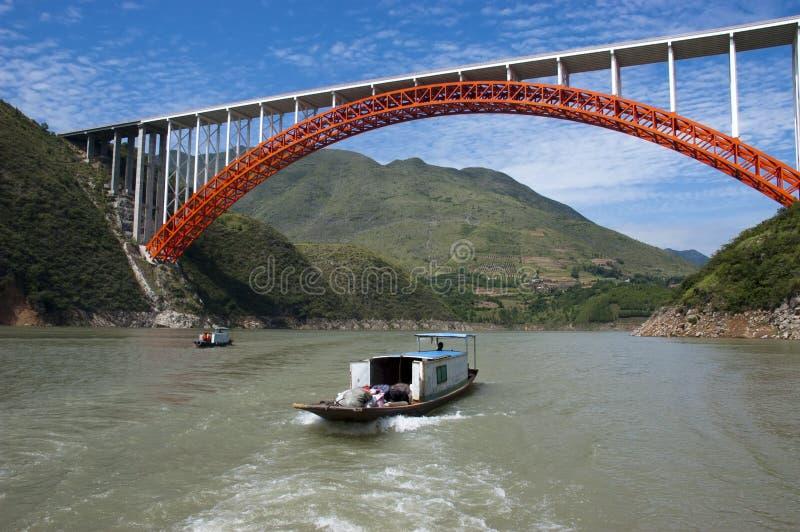 floden för fartygporslinpeapod taxar loppvatten yangtze royaltyfri fotografi