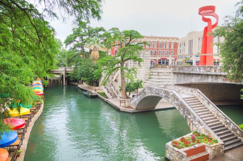 Floden går i San Antonio royaltyfria foton