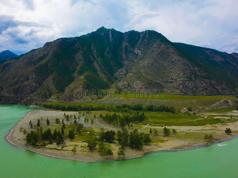 Floder och berg royaltyfri bild