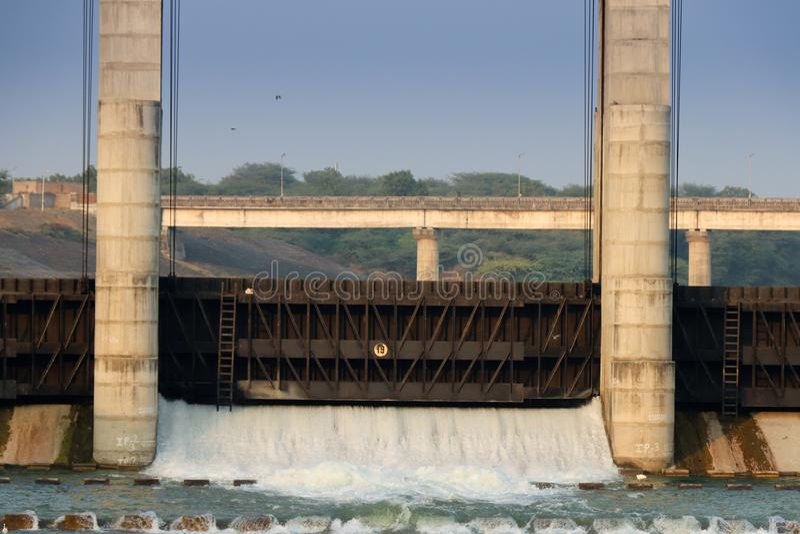 Flodfördämning gandhinagar - Indien fotografering för bildbyråer